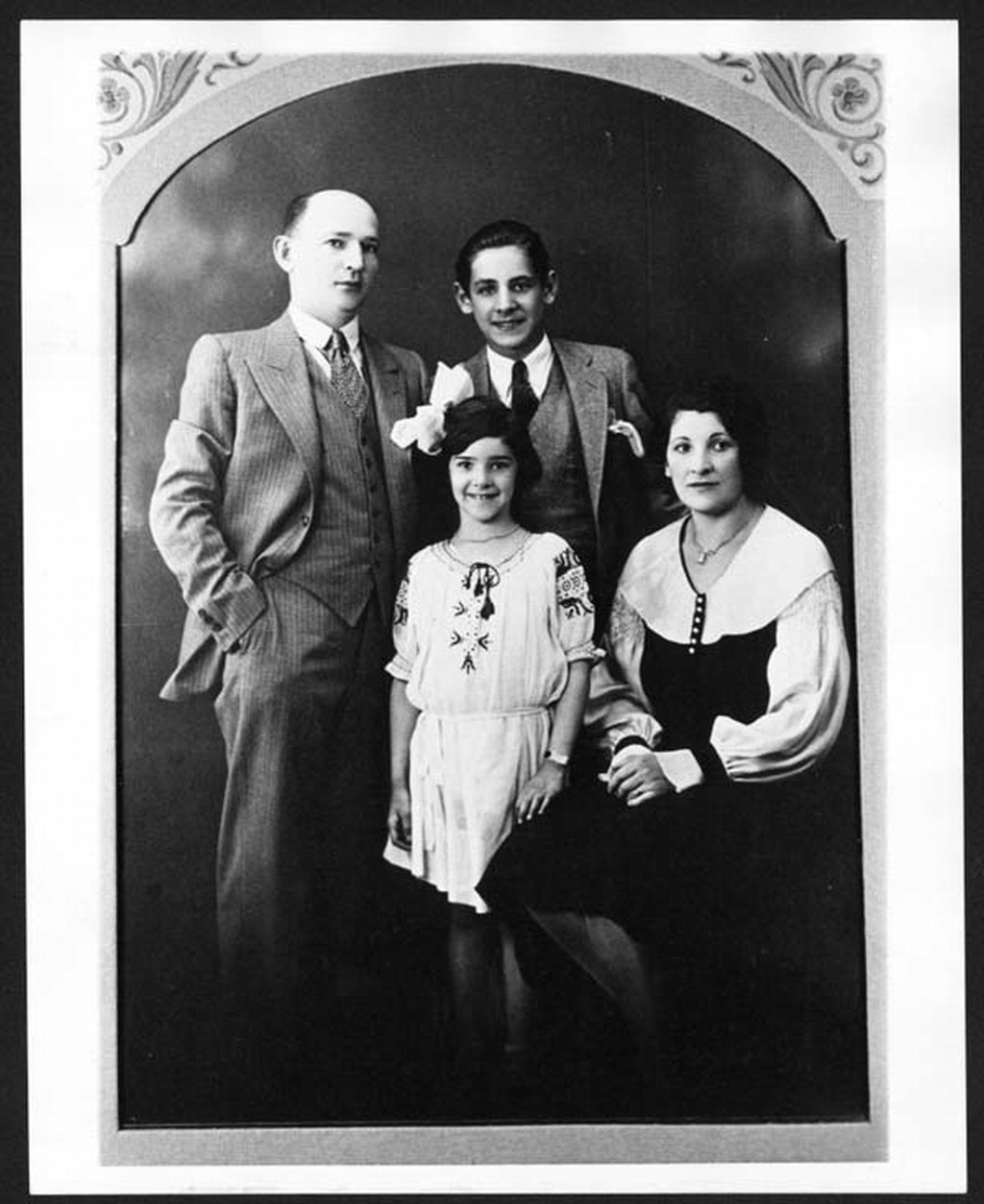 LoC Bernstein with parents and Shirley