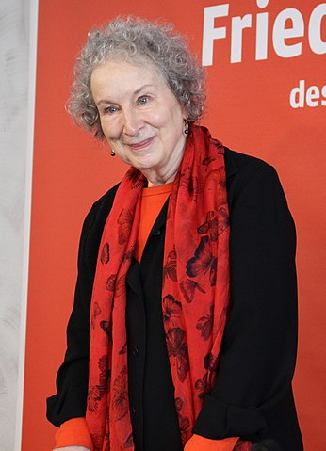 Margaret_Atwood_-_Foire_du_Livre_de_Francfort_(37025811914)