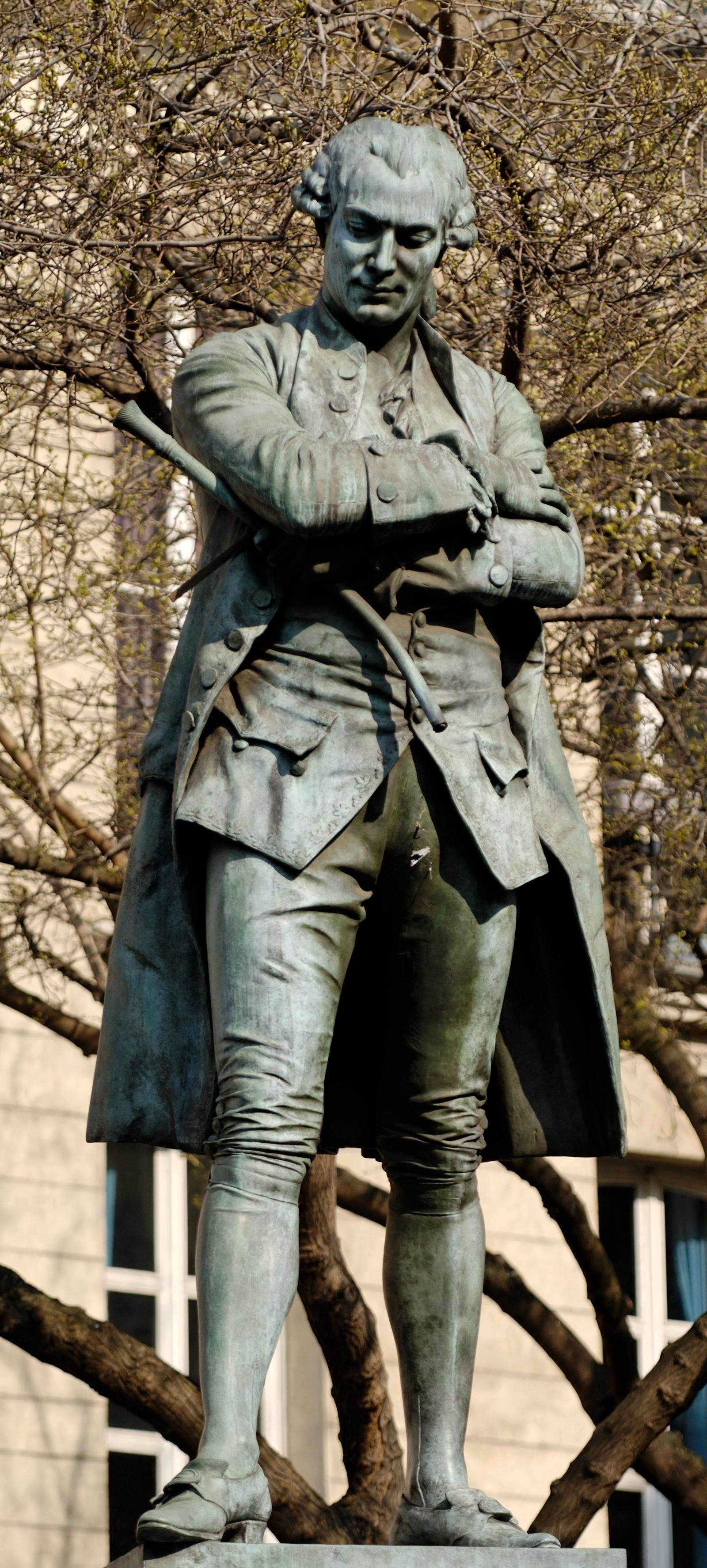 p2-3_Statue_Beaumarchais_Clausade_Paris