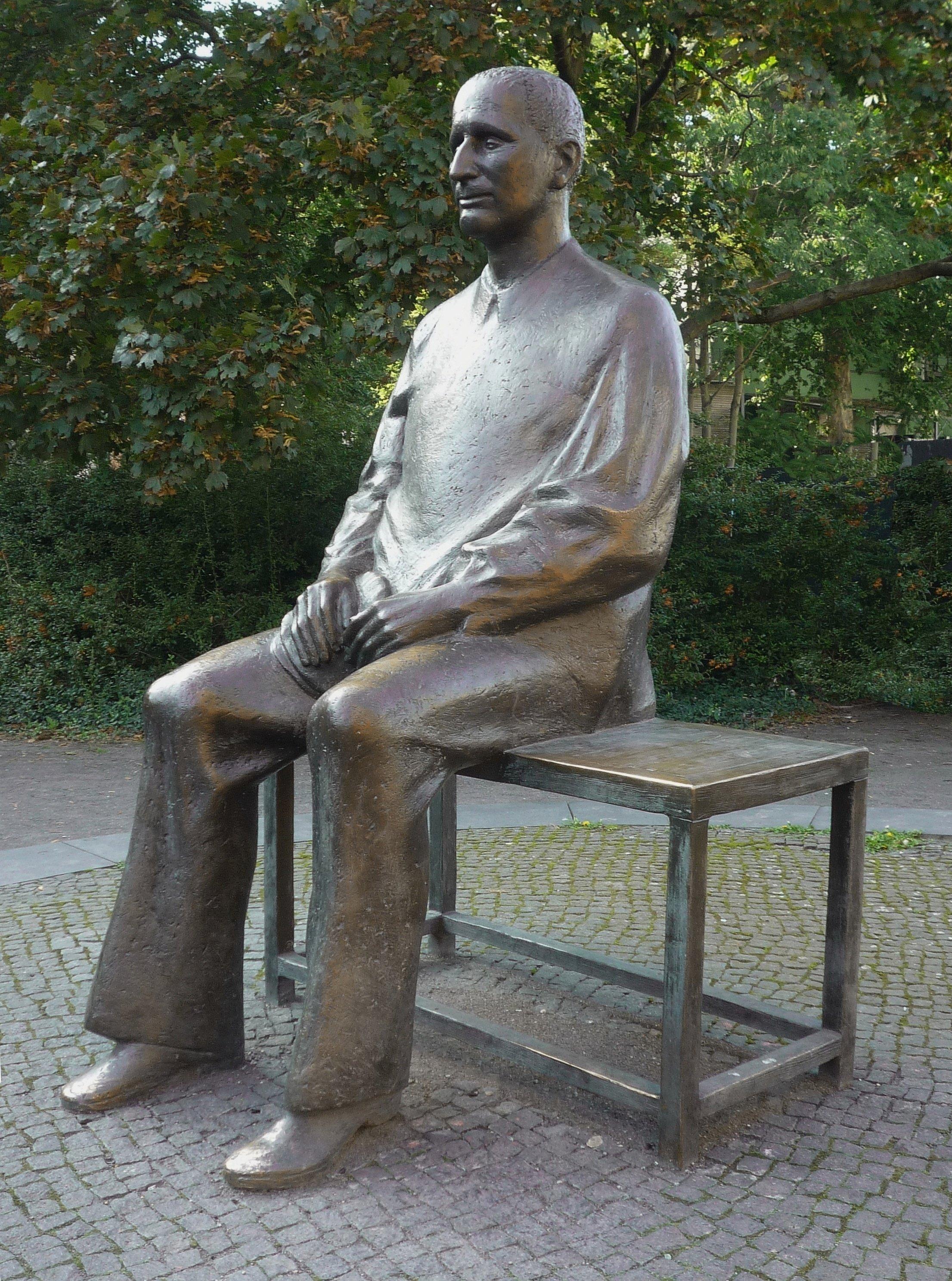 p8-9_Conklin_Bertolt-Brecht-sculpture.jpg